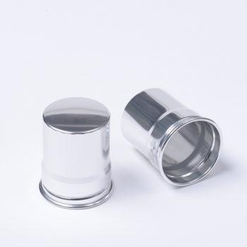 Silberfarbiger Aluminiumbecher zu Flachmann